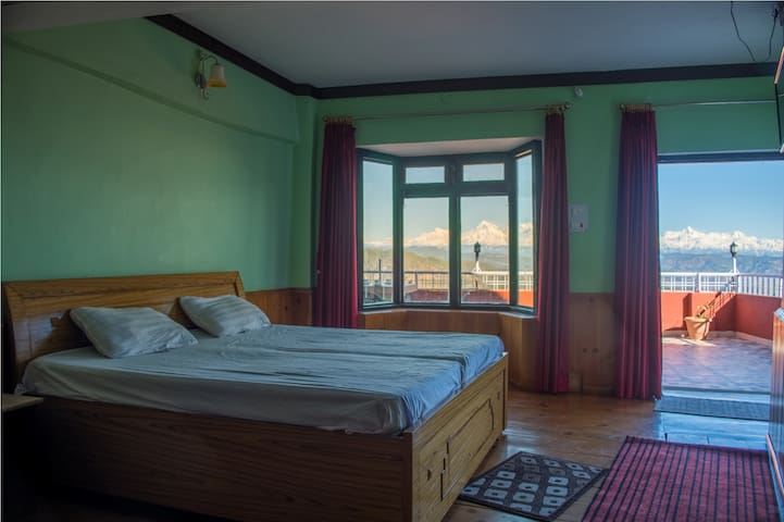 Big,cozy room with himalayan view.