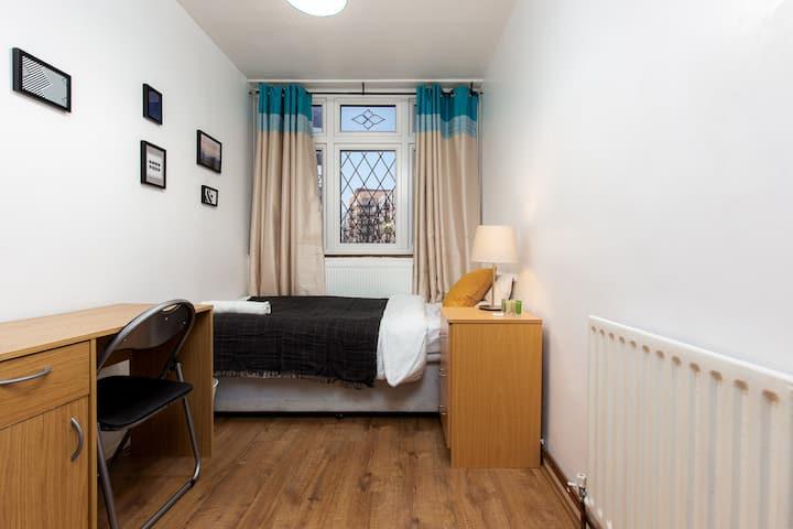Single room near station Samson academy 1st choice