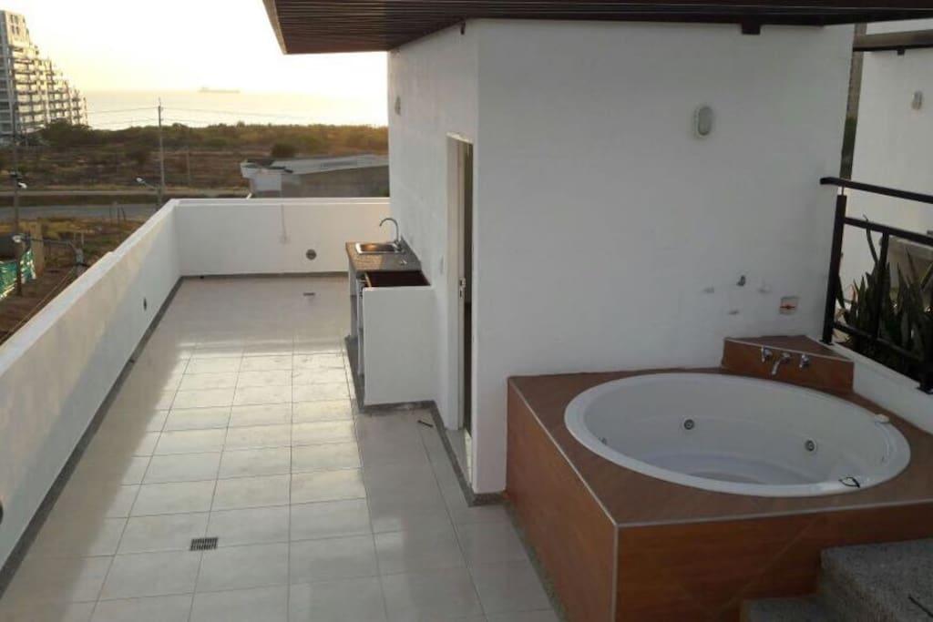 Terraza con Zona B.B.Q. Y Jacuzzi y hermosa vista