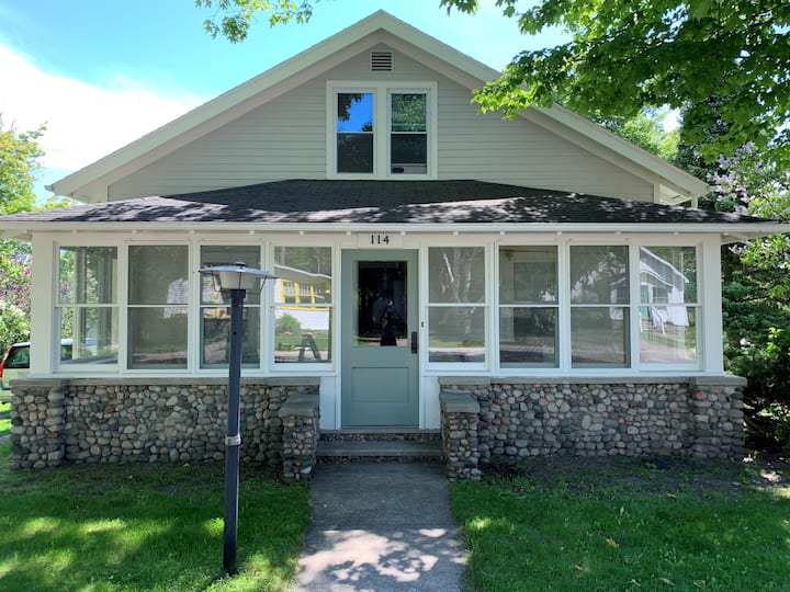 2 Blocks from the beach in downtown Suttons Bay!