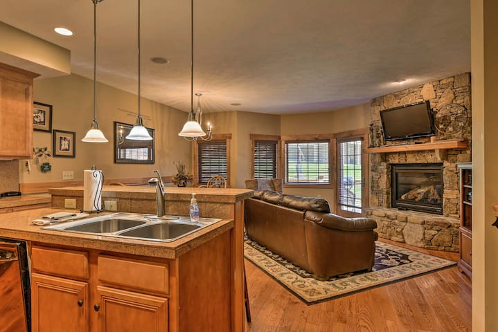 Cozy Southwind Seven Springs Home, Ski-In/Ski-Out!