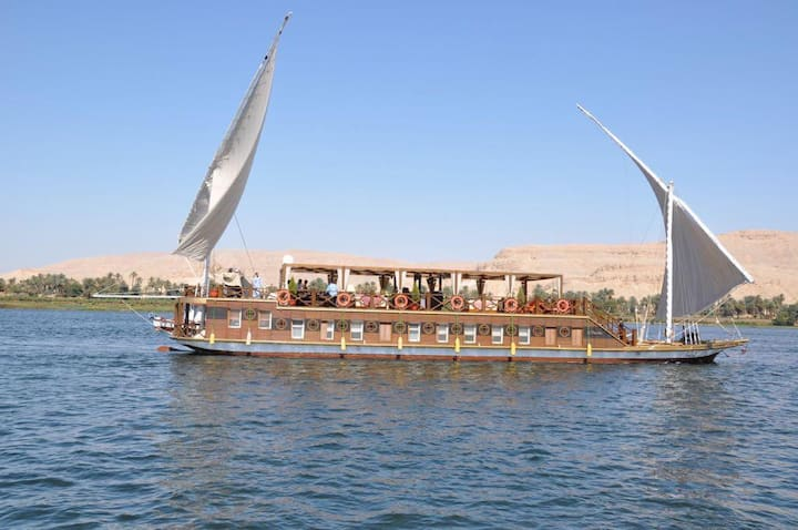 Stunning Houseboat on the Nile