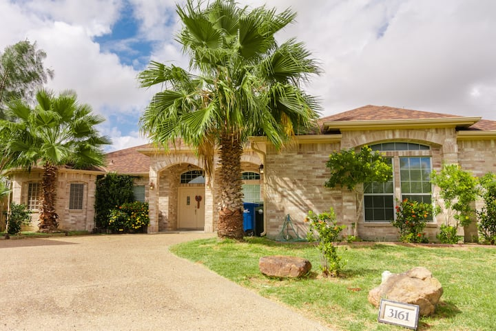 New! Charming, Spacious, Family S.Side Corpus Home
