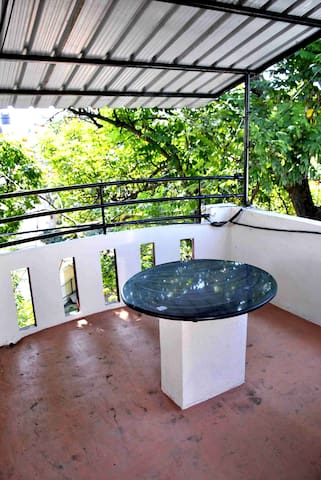 Beautiful Terrace Shared Room for Backpackers - Bangalore - Hostel