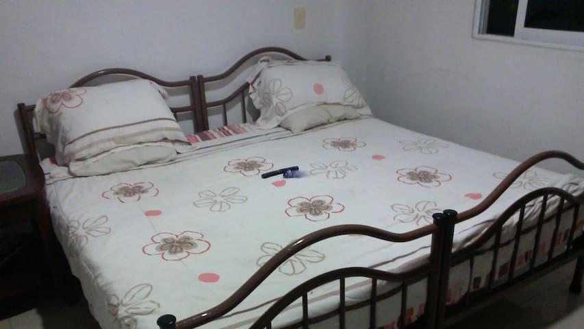 Cómoda habitación en casa muy bien ubicada - Cancún - House