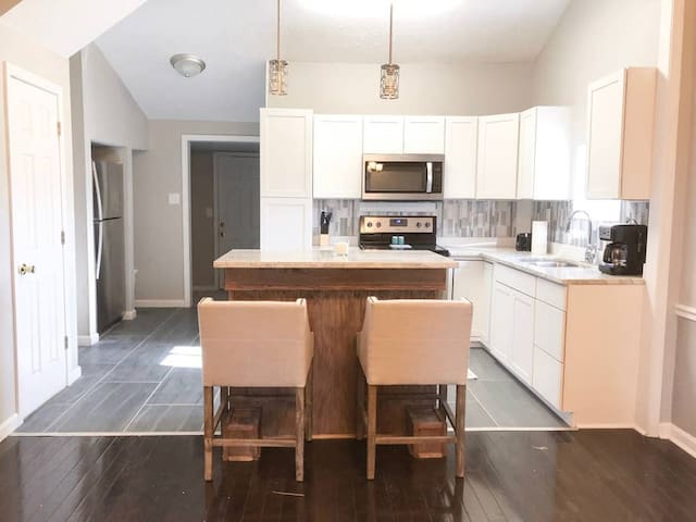 3bd/2ba Downtown Home Next to Lucas Oil/Convention