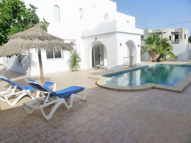 Villa meublée de 250 m² avec piscine - Houmt Souk - Hus