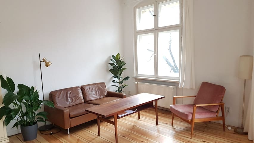 Beautiful and bright 2 private rooms at Neukölln