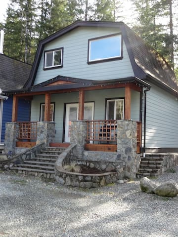 Shawnigan Shangrila cottage with river access