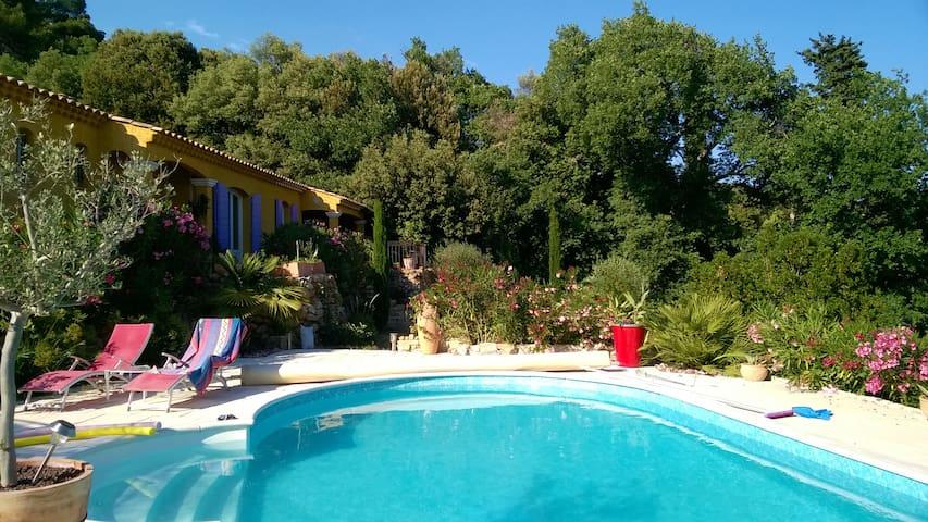 Maison avec piscine / belle vue 83 Barjols 7 pers. - Barjols - Dům