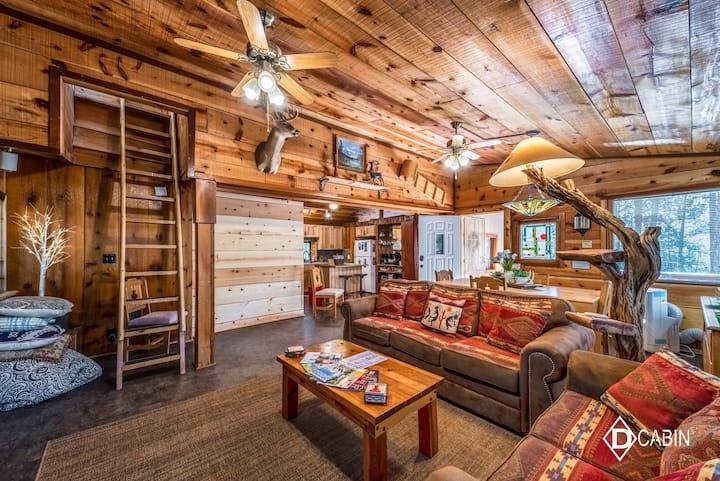 Diamond D Cabin Upper-Canyon, Upscale,Hot Tub,Loft