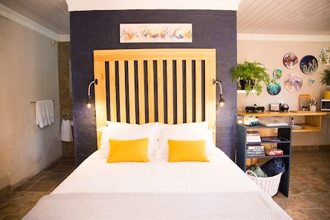 The Studio - A stylish stay in the country
