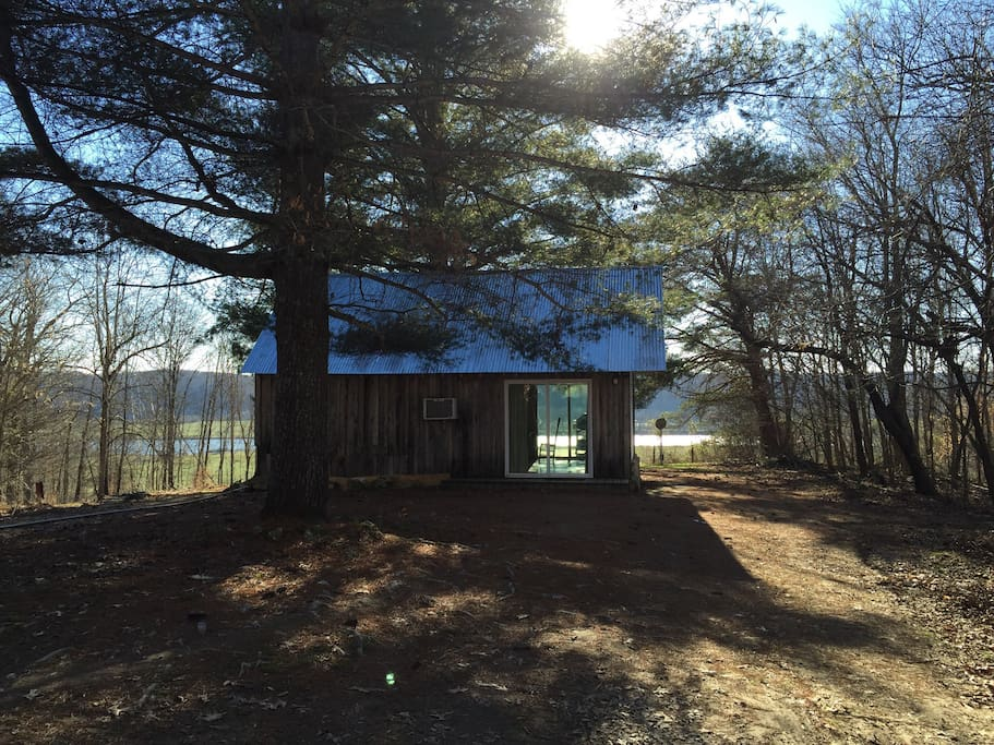 Stylish river view cabin cabanes louer ashland city for River view cabins