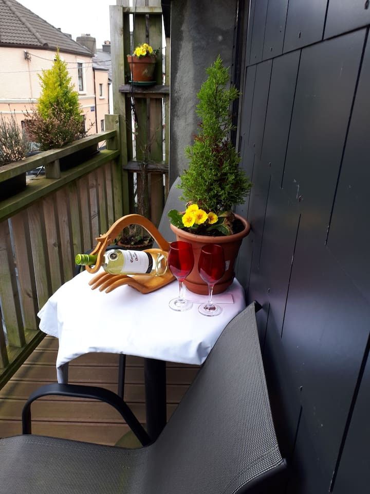 out door balcony gets sun late in evening