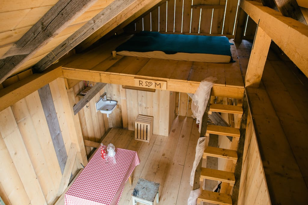 Romantic natural wooden house places on top of a hill. Has water, but no electricity. We use small sollar pannels for light that you need. There is water and a toilet.