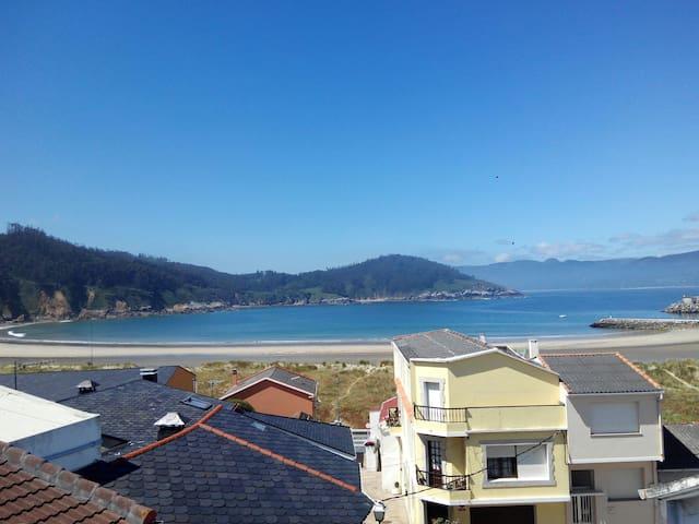 Pie de playa, espectaculares vistas - O Porto de Espasante, Galicia, ES - Rumah