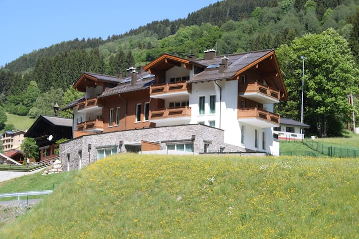 Cosy Apartment in Saalbach-Hinterglemm near Ski Bus Stop