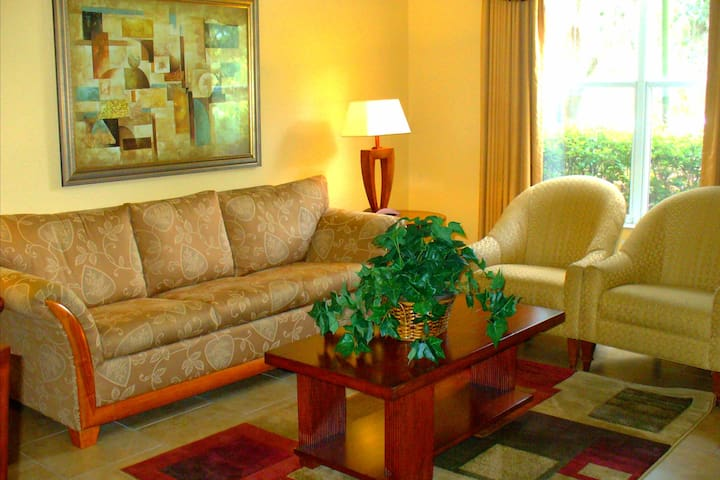 Cozy Unit! Resort Amenities! Shuttles To The Parks