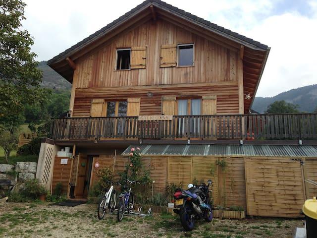 Gîte de Cornat - Saint-Offenge-Dessus - House