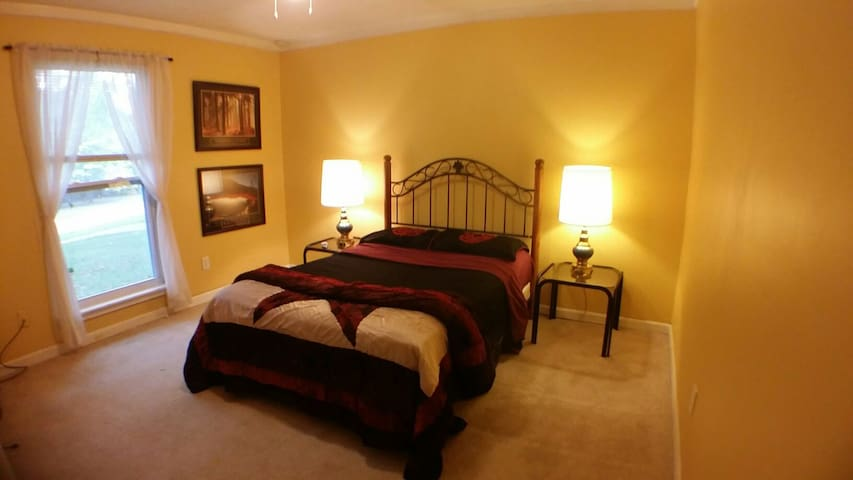 The Yellow Room - Full Size Bed - Lawrenceville