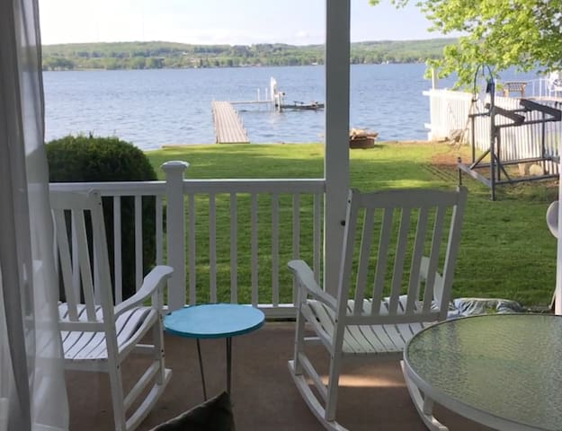 Comfortable Waterfront Cottage on Chautauqua Lake