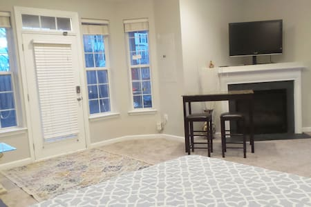 Cozy, Private Walkout Basement Suite, Northern VA