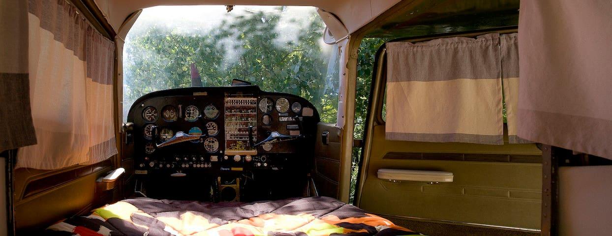 Tableau de bord intact dans avion Cessna pour un séjour insolite unique