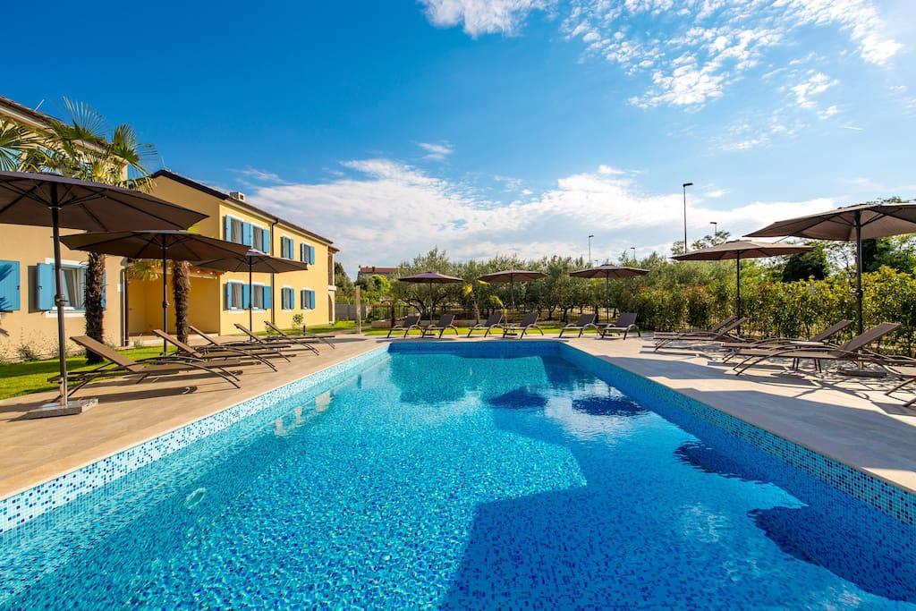 Pool 12 m x 5 m