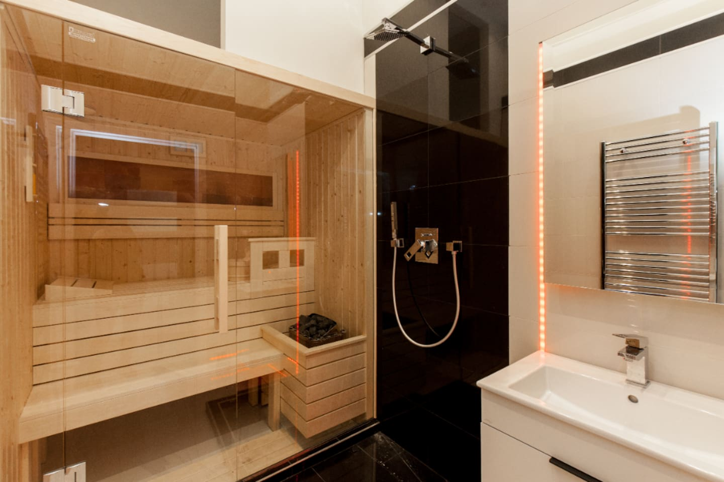 Super nice Sauna and fully equiped bathroom
