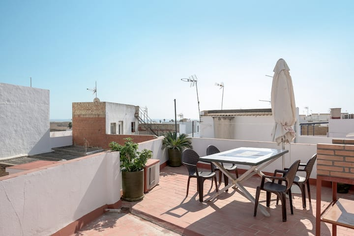 "Cozy Holiday Apartment ""Piso Río de Conil"" near the Beach with Rooftop Terrace & Wi-Fi"