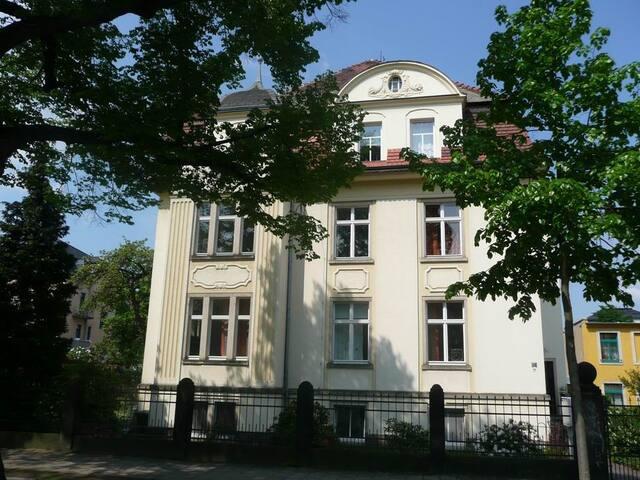 Großzügige Ferienwohnung in Villenviertel