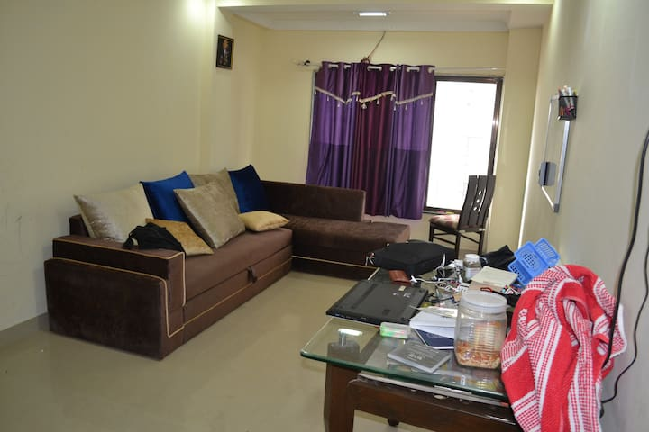 Private room with all amenities across Powai Lake - Mumbai - Apartemen