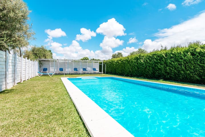 Modern holiday home with pool - El Madroño