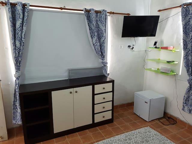 mueble en el cuarto principal para guardar ropa