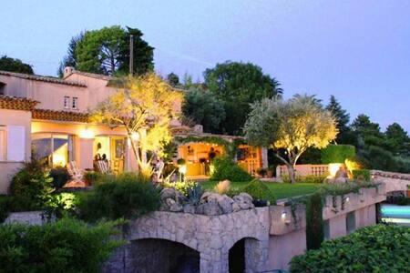 Magnificent villa nr Nice, sea view, pool, jacuzzi