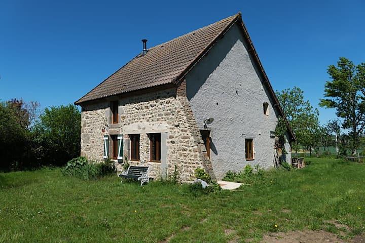 Luxuriöses Ferienhaus in Lapeyrouse in Waldnähe