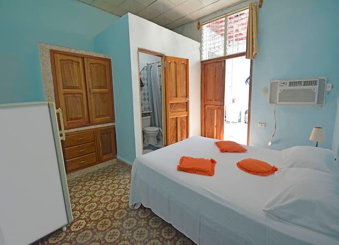 Habitacion # 4 con baño privado  Casa Colonial Lalita Cienfuegos