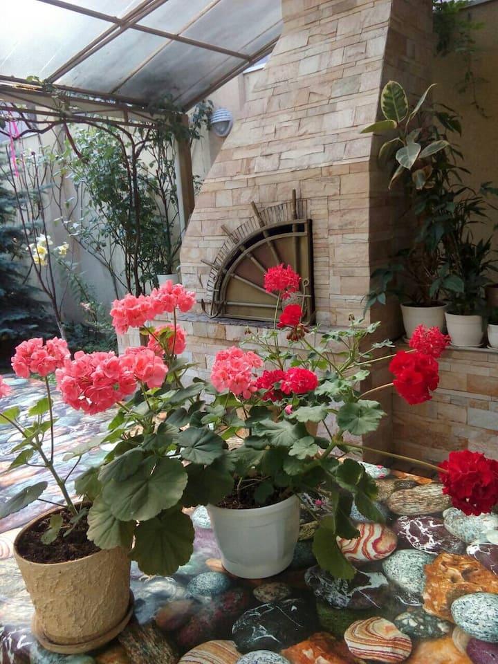 Guest House - Green flower