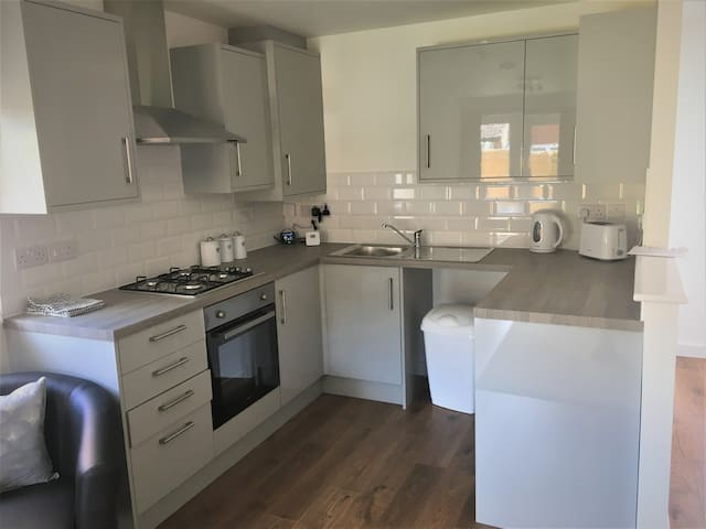 Low Cost,  Pet Friendly 4 Bed + Parking (06)
