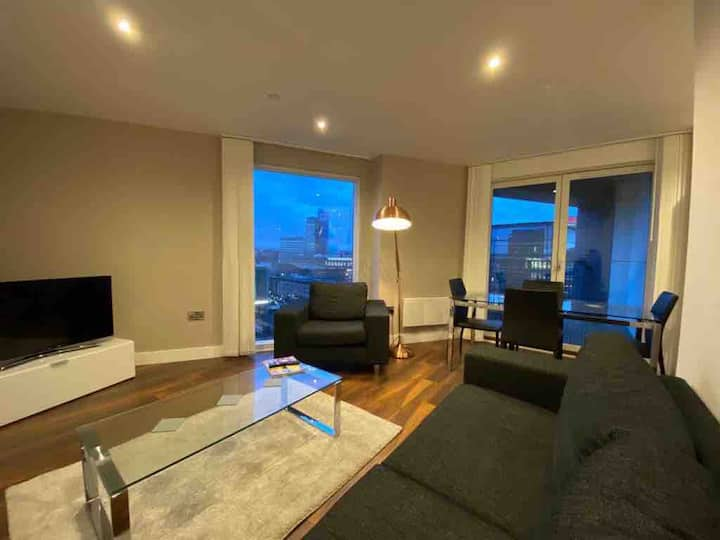 * TOP RATED * Private Double Room With City Views!
