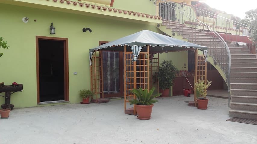 Casa Floris...Ospitalità cortesia e  disponibilità