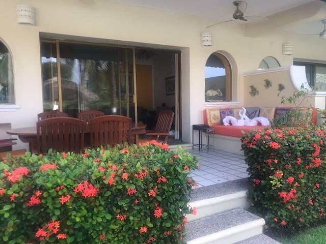 Preciosa Villa en Condomino
