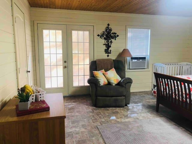 Private Suite/Farmhouse in Hope:  Fall Special