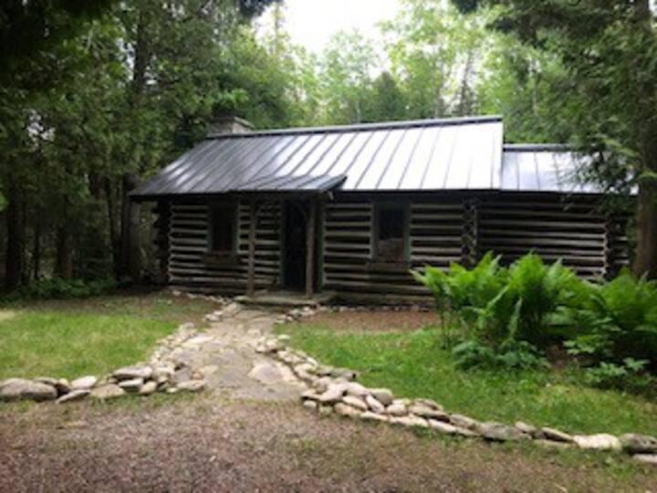Baileys Harbor Pioneer Log Cabin