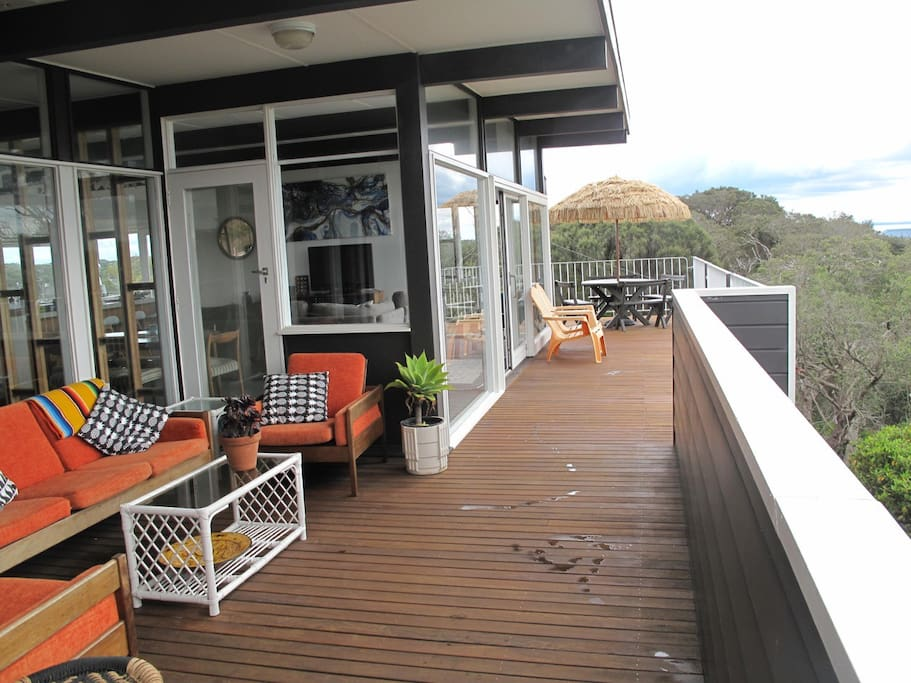 High Tide's North facing Deck.Sunny siestas with a bay view