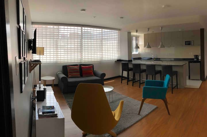 Great Location, Sunny  & Comfortable Remodeled Apt