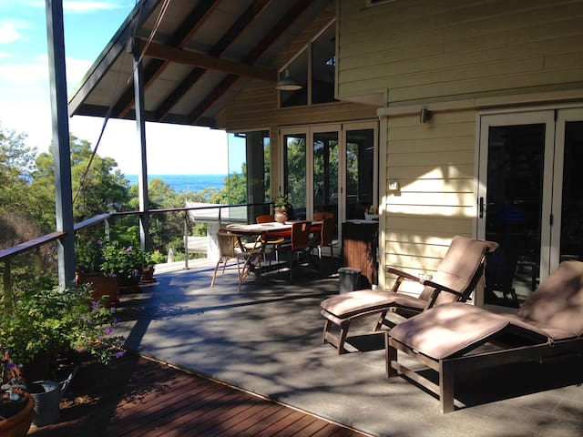 Ocean views, native birds and trees - Wombarra - Bed & Breakfast