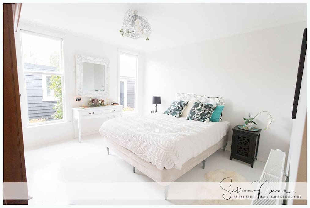 This is your large sun-drenched room, with a comfy queen bed with high thread count cotton sheets, electric blanket and down duvet.