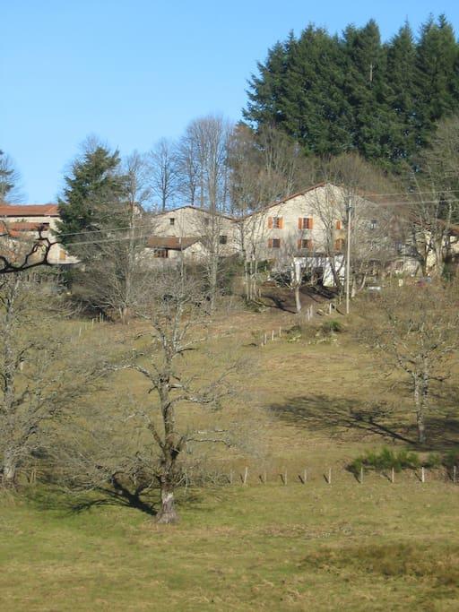 vue de la Maison la Maisonnette et grange remise à bois et garage