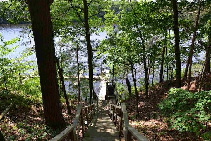 Dells Club 2br river view + waterparks!